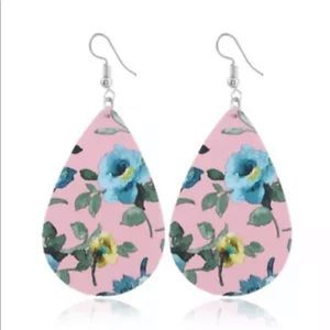 Jewelry - Floral earrings faux leather drop alloy metal pink
